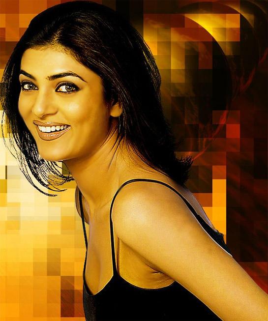 Sushmita Sen Gorgeous Smiling Face Look Wallpaper