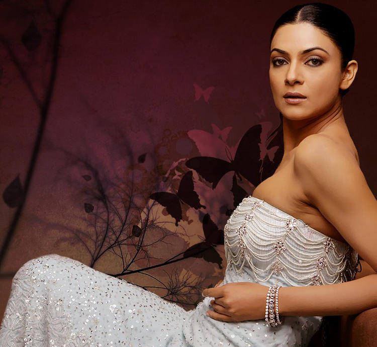 Sushmita Sen Strapless Dress Glamour Wallpaper