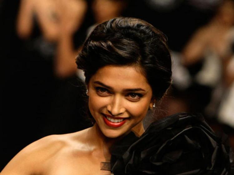 Deepika Padukone Beautiful Smile Pic