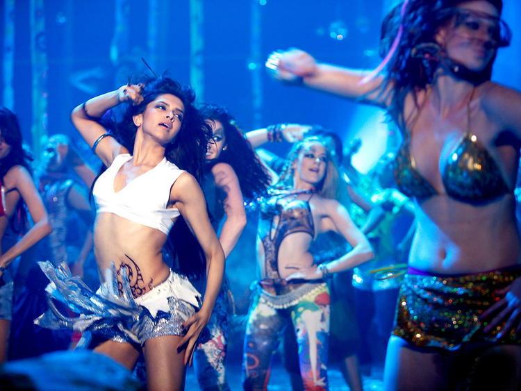 Deepika Padukone Hot Dancing Still