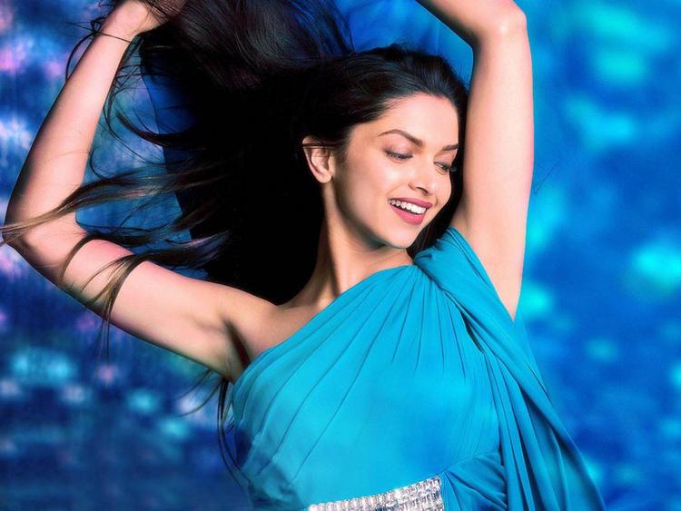 Deepika Padukone Latest Sexiest Still