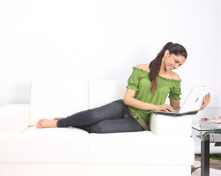 Deepika Padukone Latest Still With Laptop