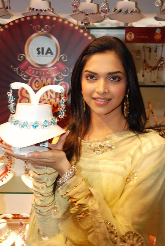 Deepika Padukone Nacklace Launch Photo
