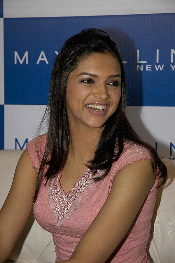 Deepika Padukone With Open Smile Pic