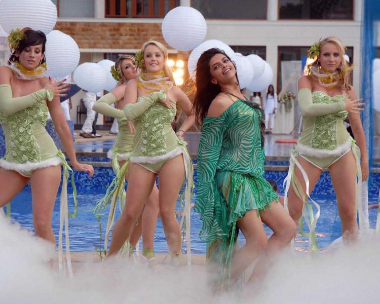 Deepika Padukone Sexy Dancing Still