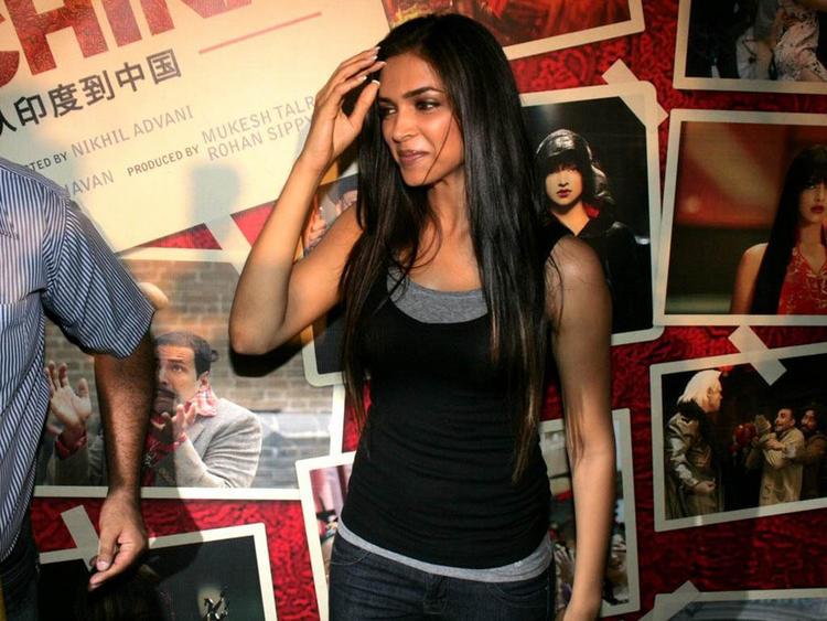 Deepika Padukone Sweet Smile Glamour Still