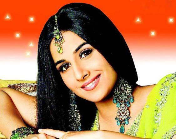 Vidya Balan Attractive Look Wallpaper