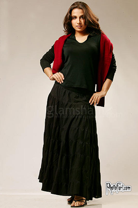 Vidya Balan Black Dress Hot Wallpaper