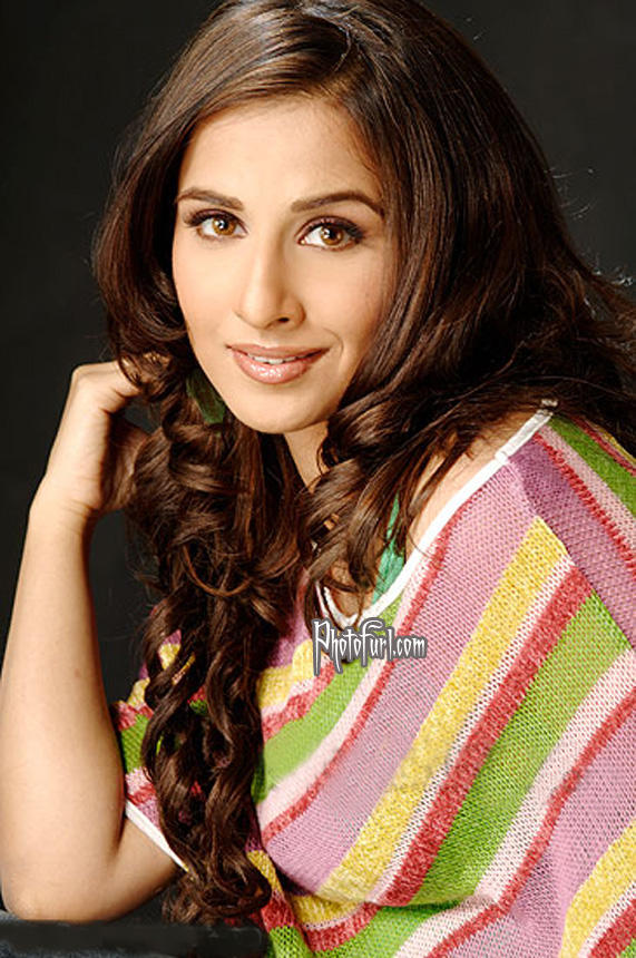 Vidya Balan Dazzling Face Look Wallpaper