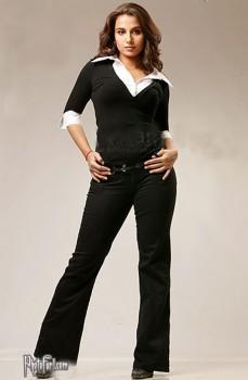 Vidya Balan Modeling Pose Wallpaper