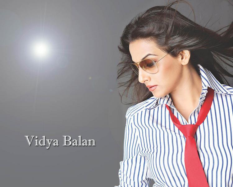 Vidya Balan Wearing Goggles Stylist Look Wallpaper