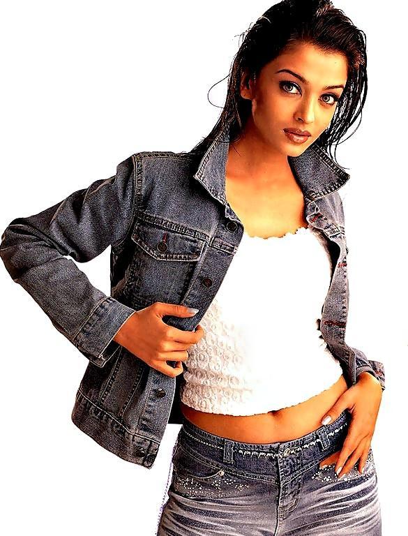 Aishwarya Rai Hot Navel Show Still