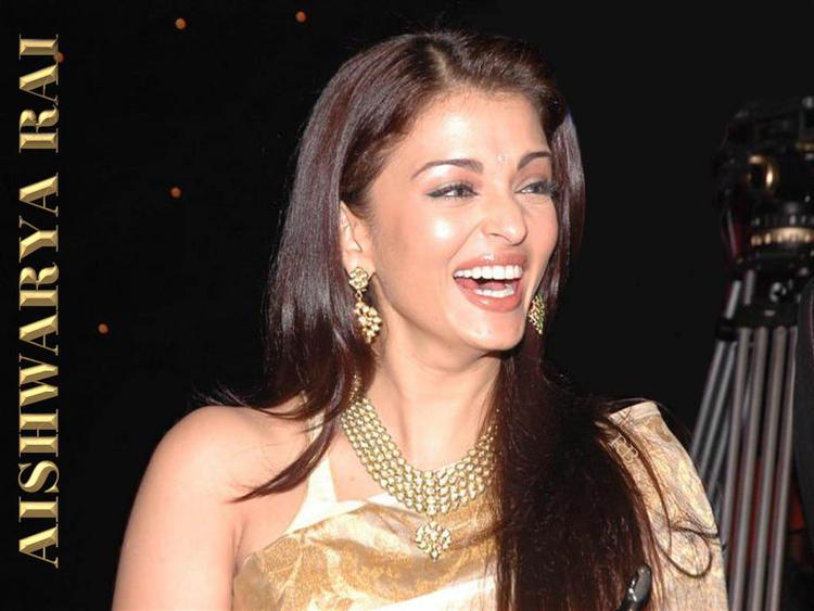 Aishwarya Rai Latest Wallpaper With Open Smile Pic