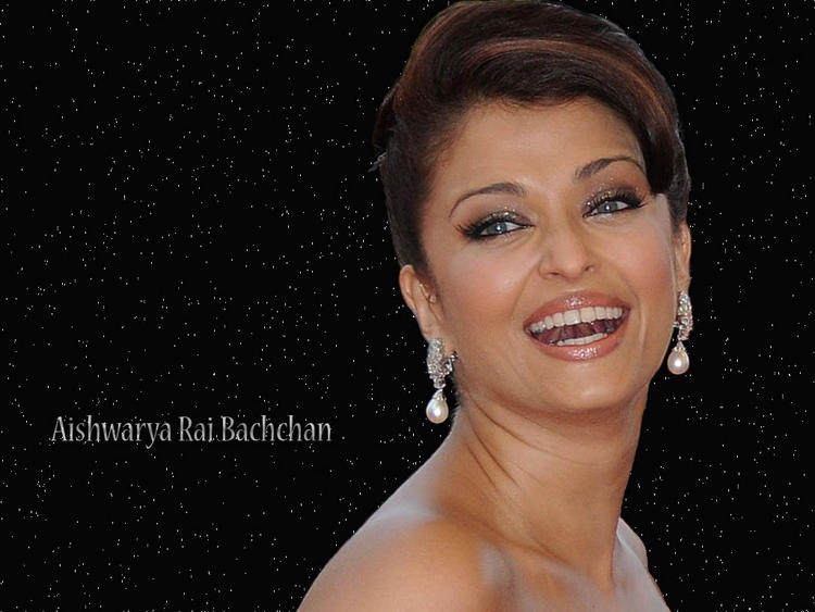 Aishwarya Rai Open Smile Pic Wallpaper