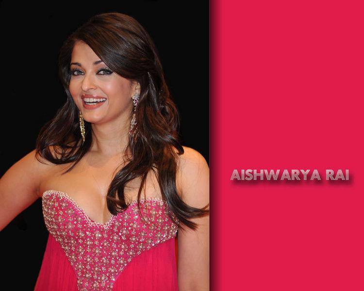 Aishwarya Rai Sweet Smiling face Wallpaper
