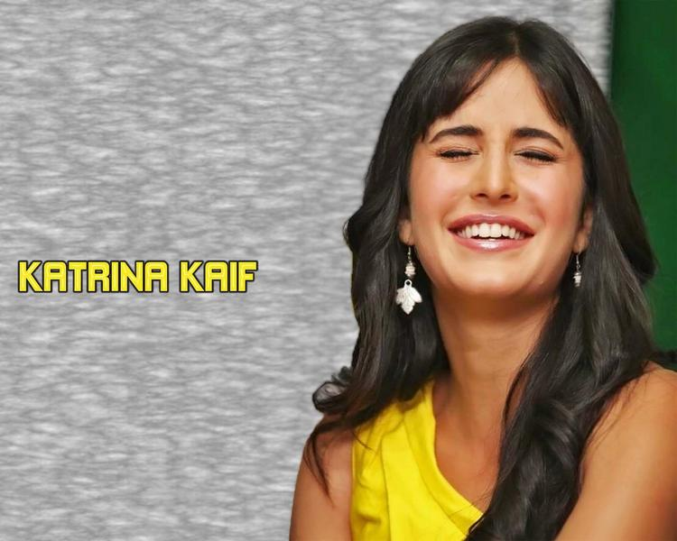 Katrina Kaif Cute Smiling Face Look Wallpaper