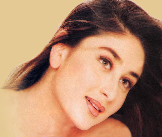 Kareena Kapoor Attractive Face Look Wallpaper