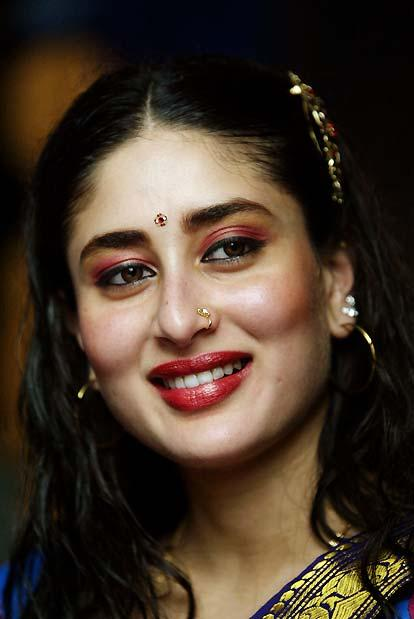 Kareena Kapoor Red Lips Smiling Wallpaper