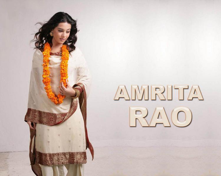 Amrita Rao Latest Wallpaper In Salwar Kameez