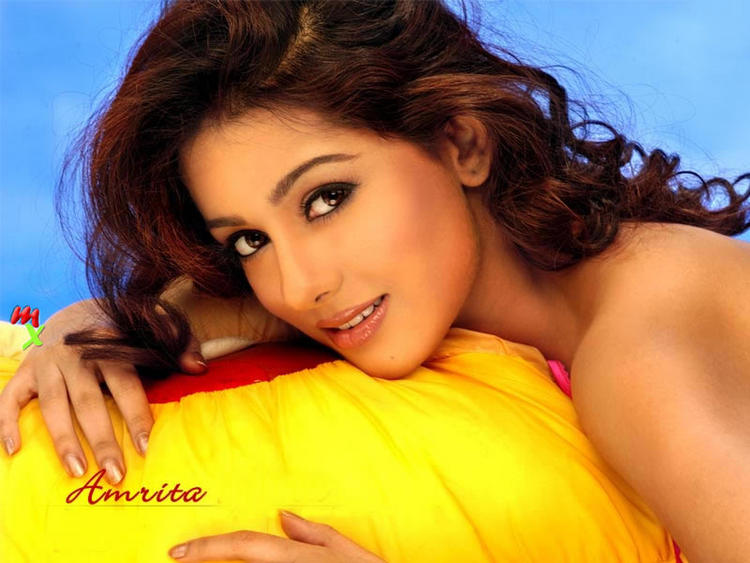 Amrita Rao Romancing Look Wallpaper
