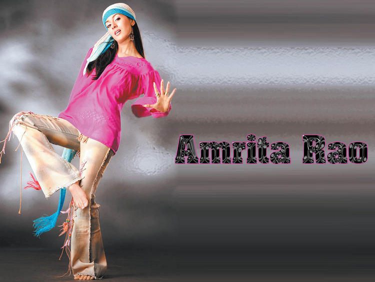 Amrita Rao Sexy Pose Wallpaper