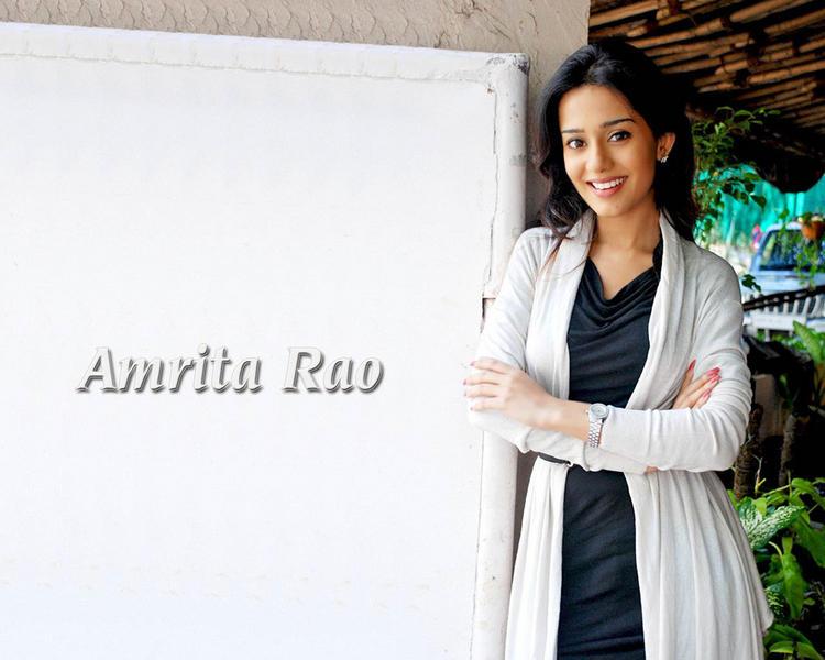 Amrita Rao Simple Sweet Look Wallpaper