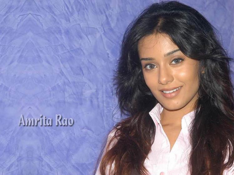 Spicy Actress Amrita Rao Nice Look Wallpaper