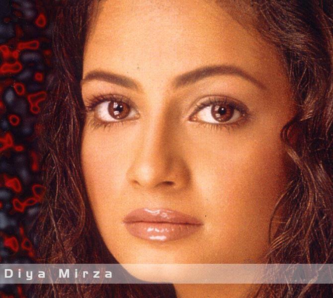 Diya Mirza Hot Sexy Eyes Look Wallpaper