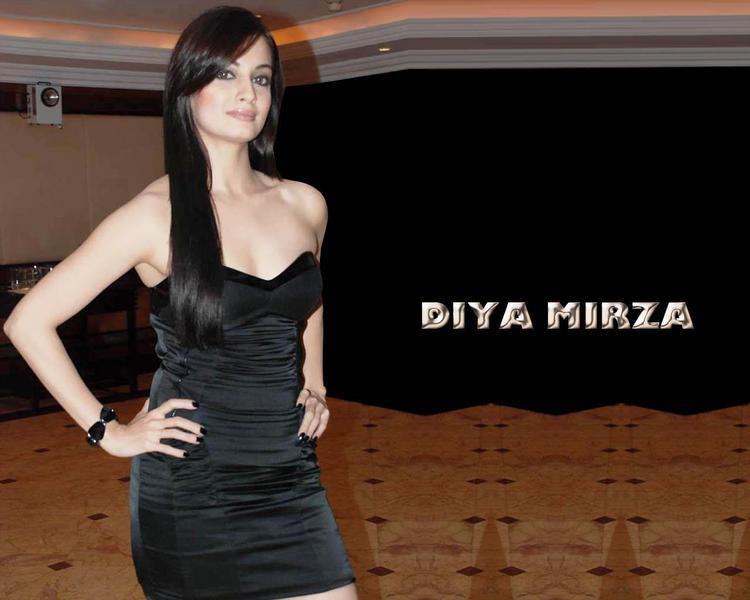 Diya Mirza Strapless Dress Hot Wallpaper