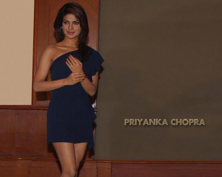 Priyanka Chopra Short Dress Wallpaper