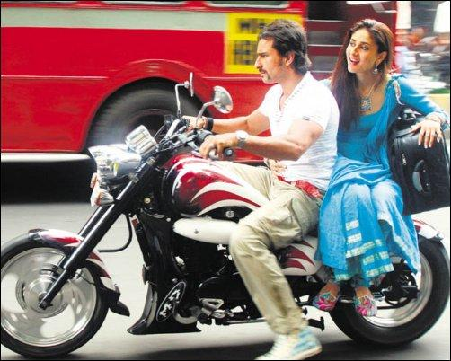 Saif and Kareena Were Seen Roaming on The Bike On The Road In Tashan