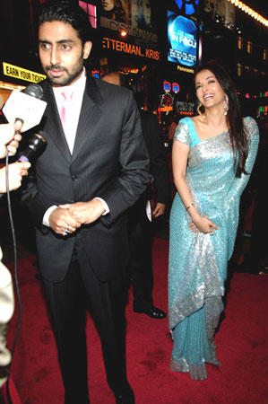 Abhishek Bachchan and Aishwarya Latest Still On Red Carpet
