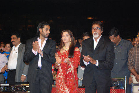 Abhishek,Aishwarya and Amitabh at Umang Award Still