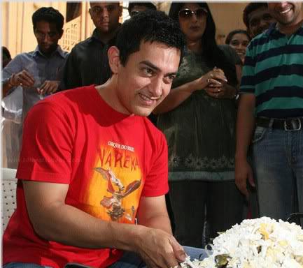 Aamir Khan Red T Shirt Still