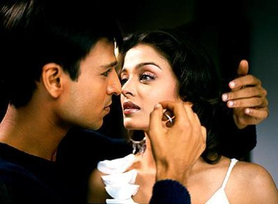 Vivek Oberoi and Aish Romance Still