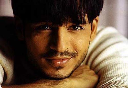 Vivek Oberoi Romancing Face Look Still