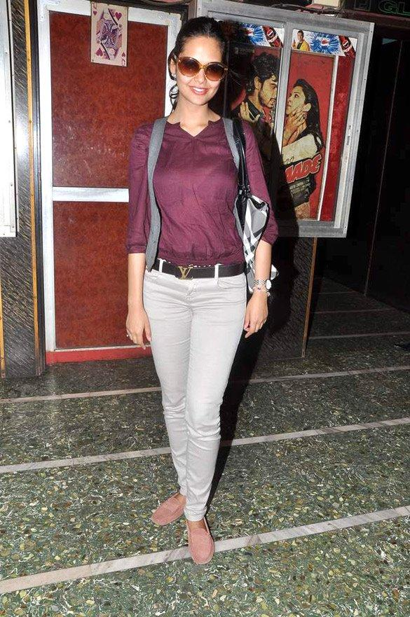 Esha Gupta Promote Jannat 2 at Gaeity-Galaxy