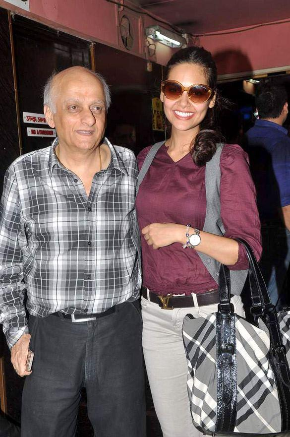Mukesh Bhatt,Esha Gupta Promote Jannat 2 at Gaeity-Galaxy