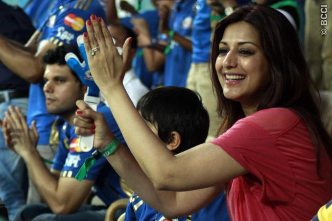 Sonali Bendre Spotted at Mumbai Indians VS Chennai
