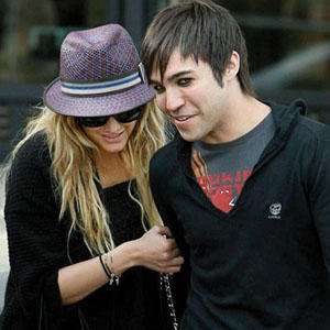 Ashlee Simpson And Pete Wentz In Cool Look Pics