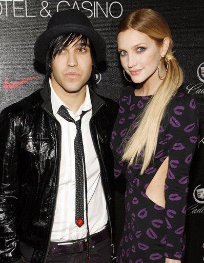 Ashlee Simpson And Pete  Wentz Together Photo