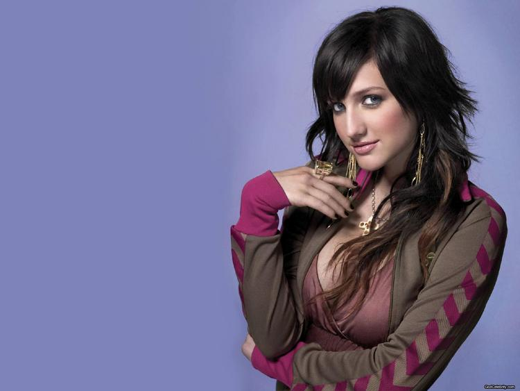 Ashlee Simpson Hot And Glamour Pics