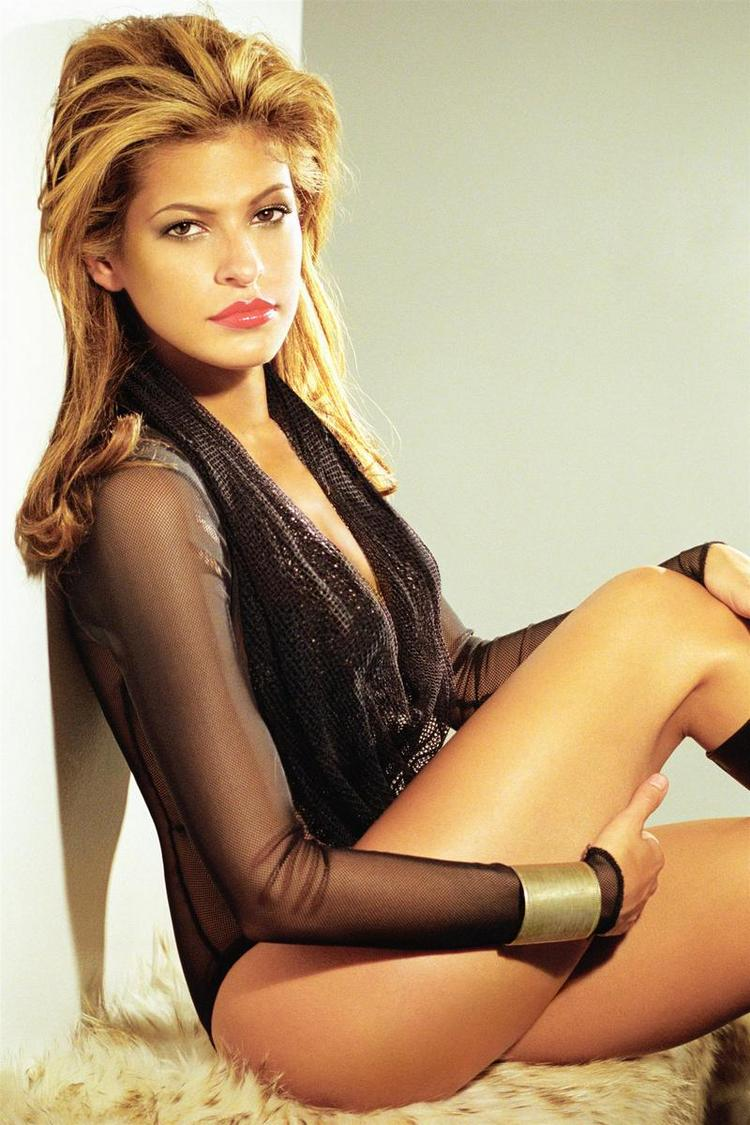 Eva Mendes Busty Thighs Show Photo