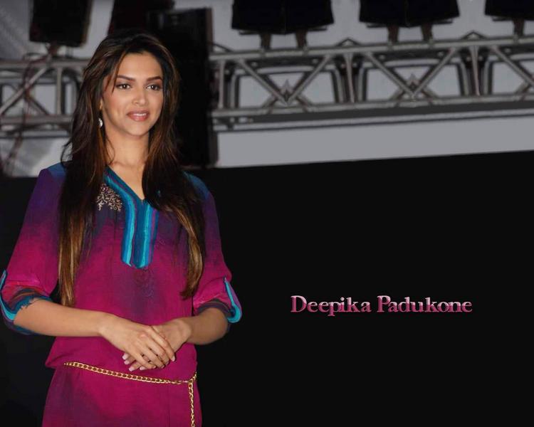 Deepika Padukone Beauty Sizzling Face Look Wallpaper