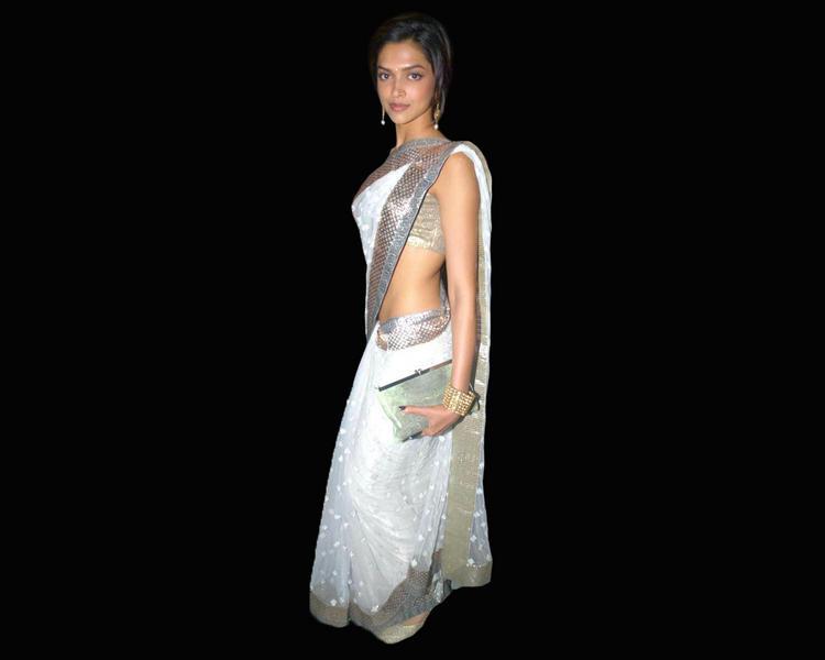 Deepika Padukone Looks Sexy In White Saree