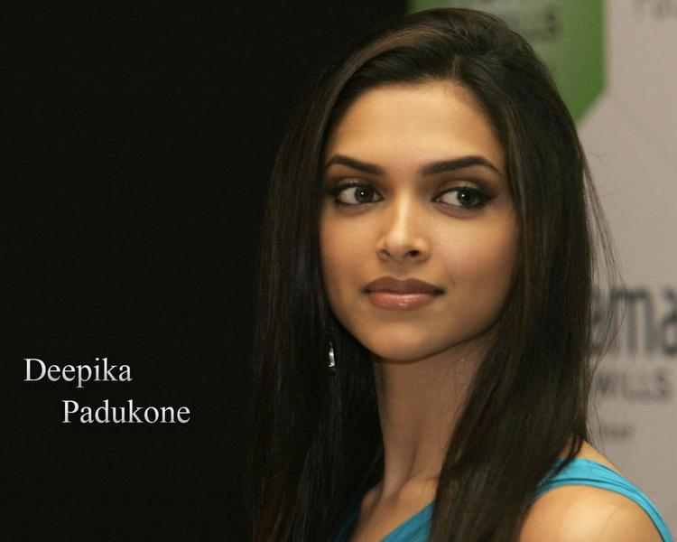 Deepika Padukone Nice Beautiful Look Wallpaper