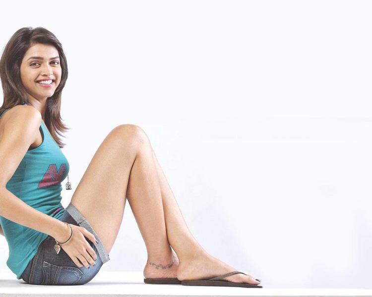 Deepika Padukone Showing Her Milky Legs