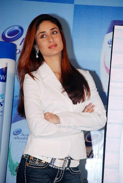 Kareena Kapoor Endorses Head and Shoulders