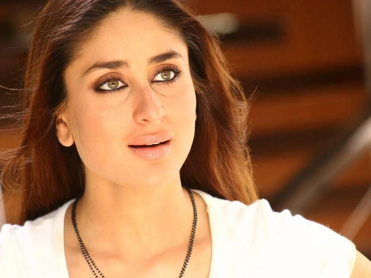 Kareena Kapoor Shocking Face Look Still