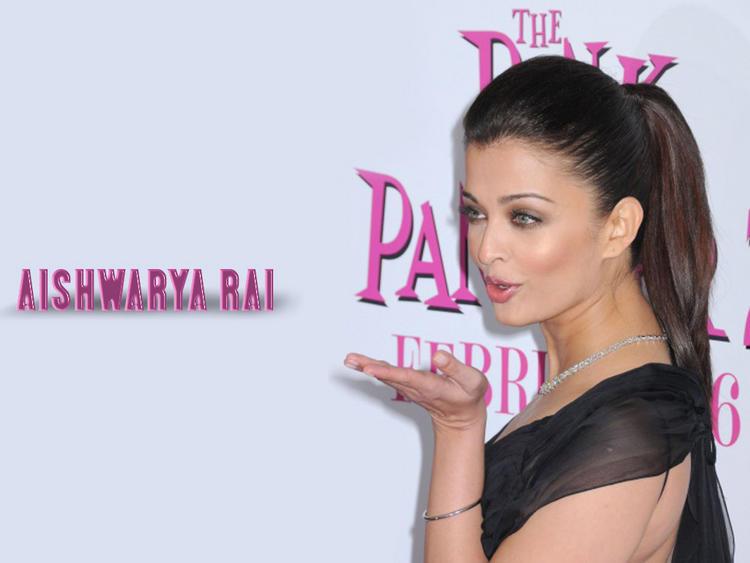 Aishwarya Rai Flying Kiss Pose Wallpaper